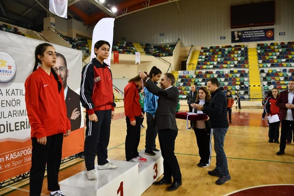 Masa Tenisinde Yarı Final Müsabakaları Yapıldı