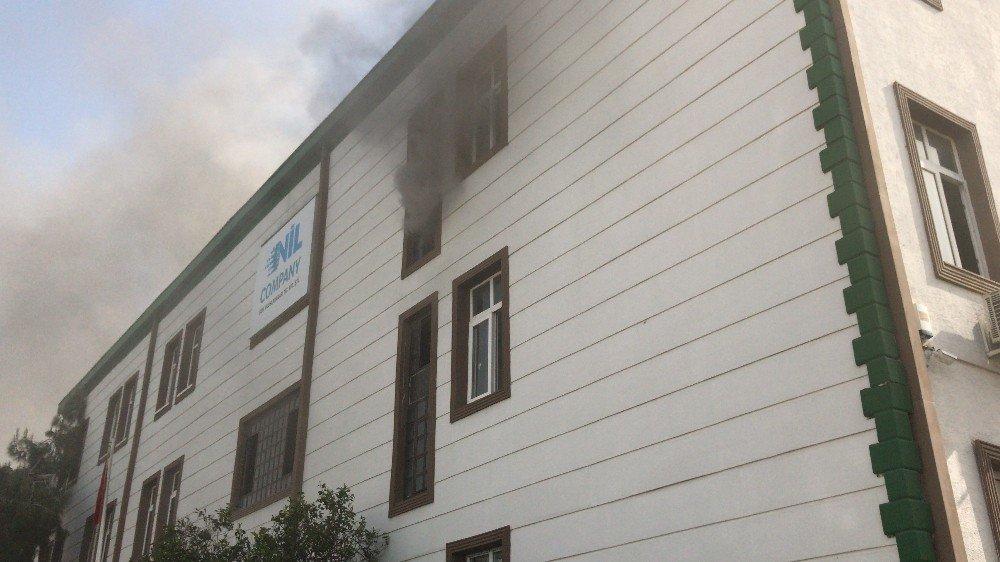 Mersin Serbest Bölge'de Çıkan Yangın Korkuttu