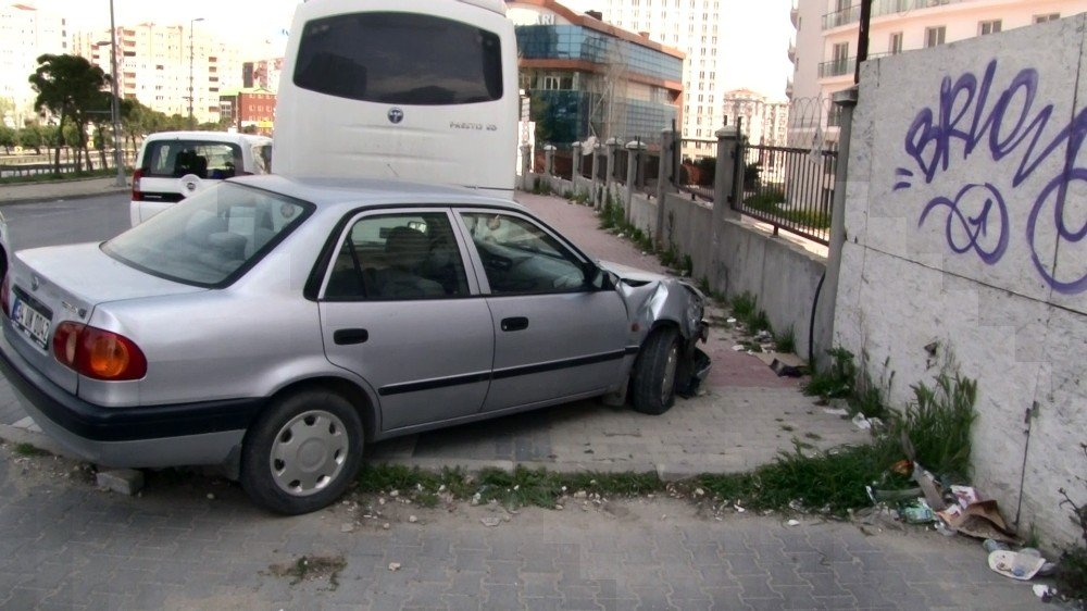 Kaza Yapan Sürücüden İlginç Davranışları Dikkat Çekti