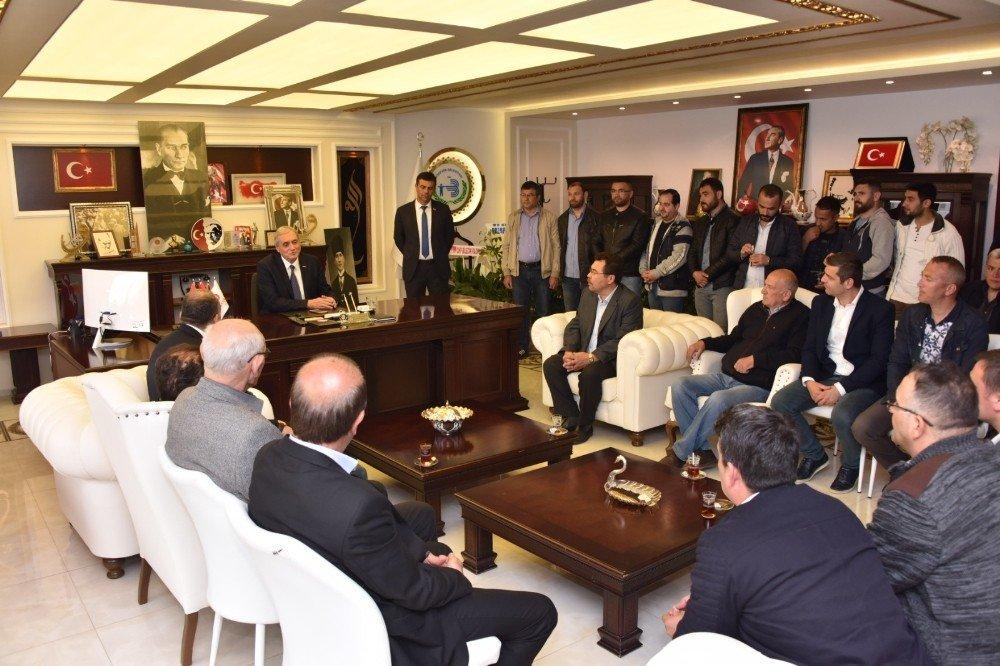 Başkan Bakkalcıoğlu'na Pazaryerililer Derneği'nden Ziyaret