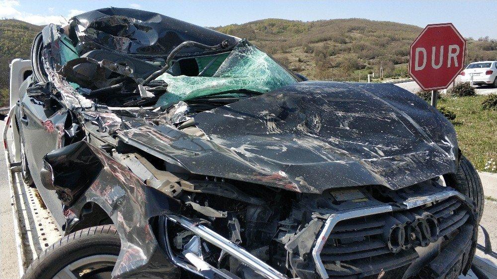 Yoldan Çıkan Otomobil İşe Gitmek İçin Araç Bekleyen İnşaat İşçisini Öldürdü