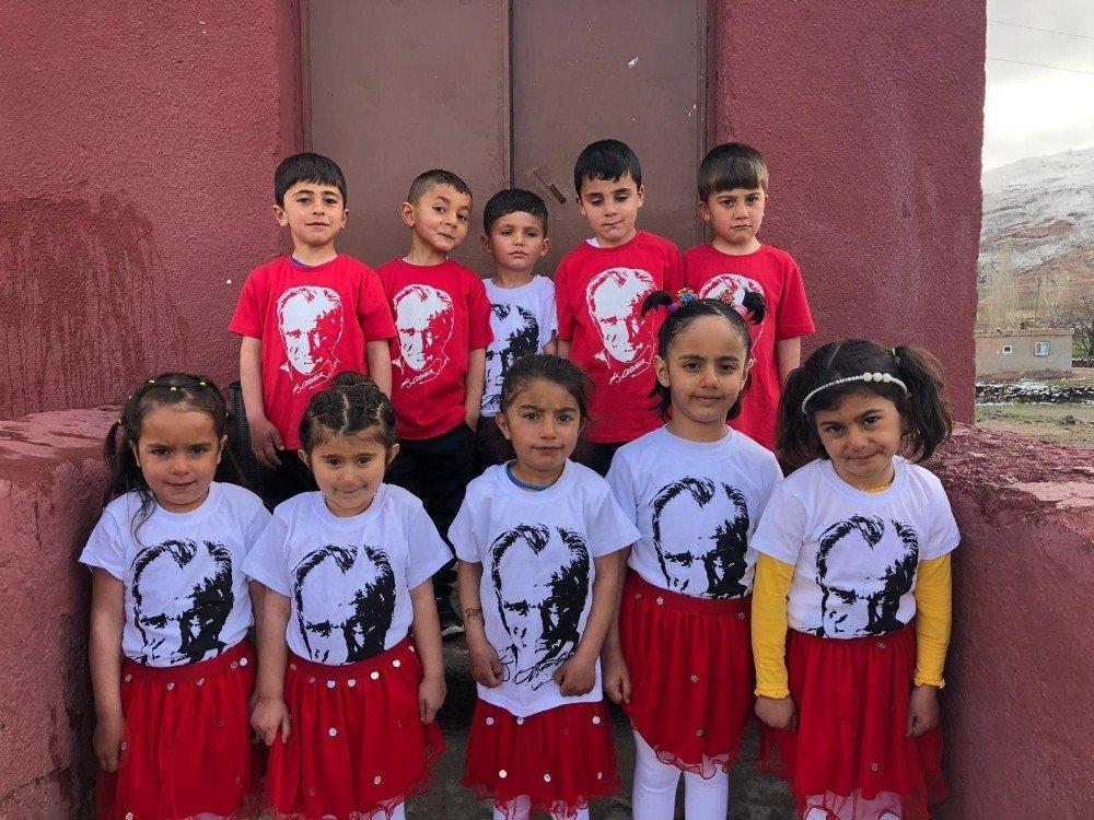 'Hayallerimin Elinden Tut' Projesiyle 23 Köy Okuluna 23 Nisan Hediyesi