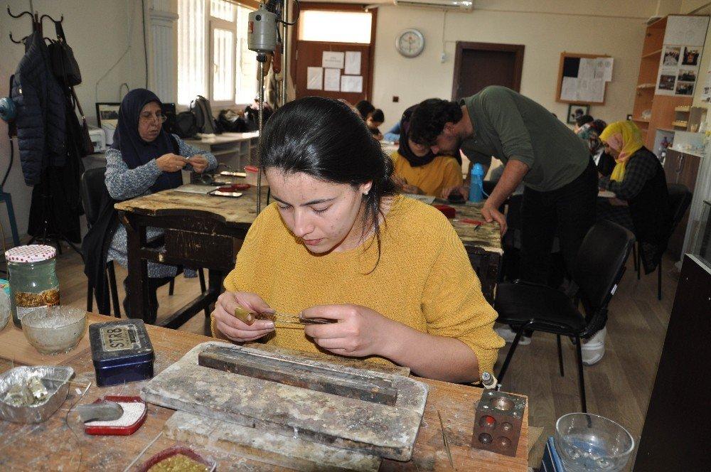 Telkari Sanatı Kızıltepeli Kadınların Ellerinde Şekilleniyor