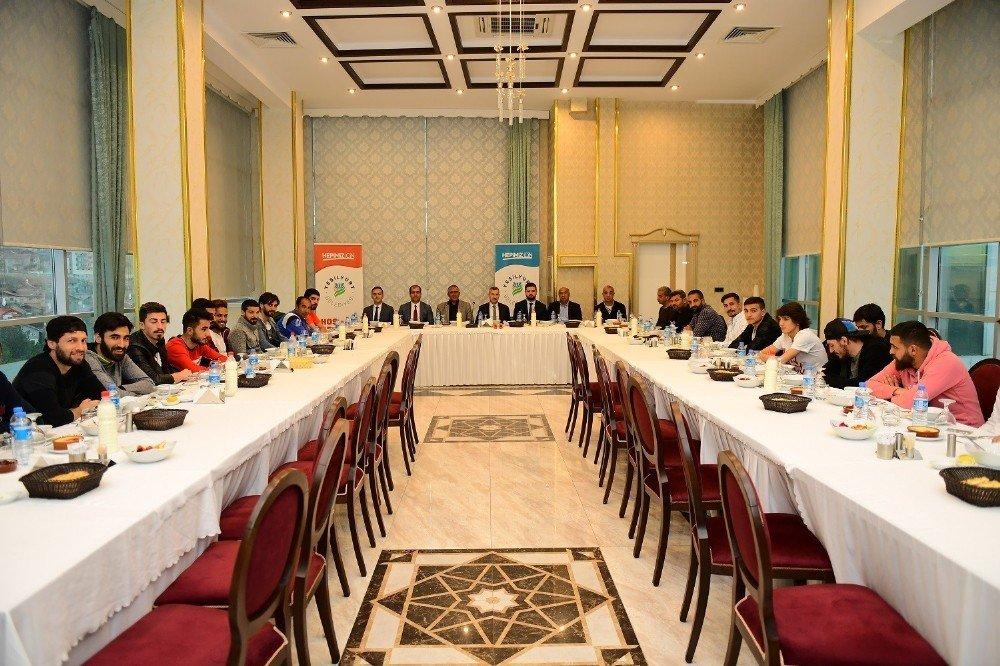 Başkan Çınar Yeşilyurt Belediyespor Ekibini Ağırladı