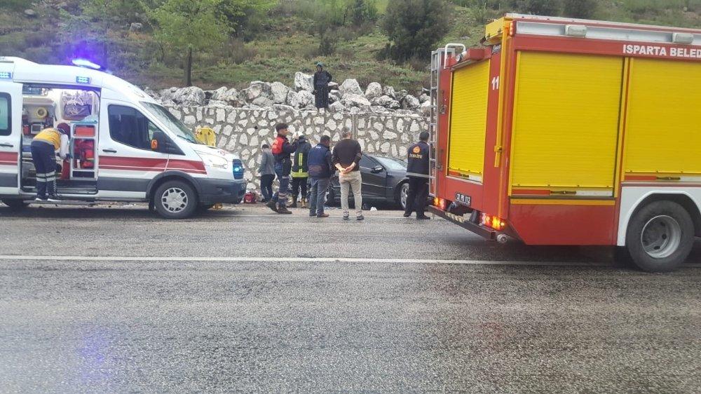Akaryakıt Tankeri İle Otomobil Çarpıştı: 4 Yaralı