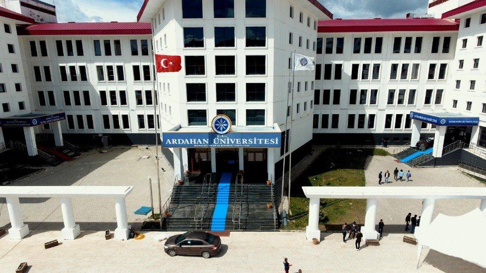 Ardahan Üniversitesi Rektörü Biber'den Temel Karamollaoğlu'na Tepki