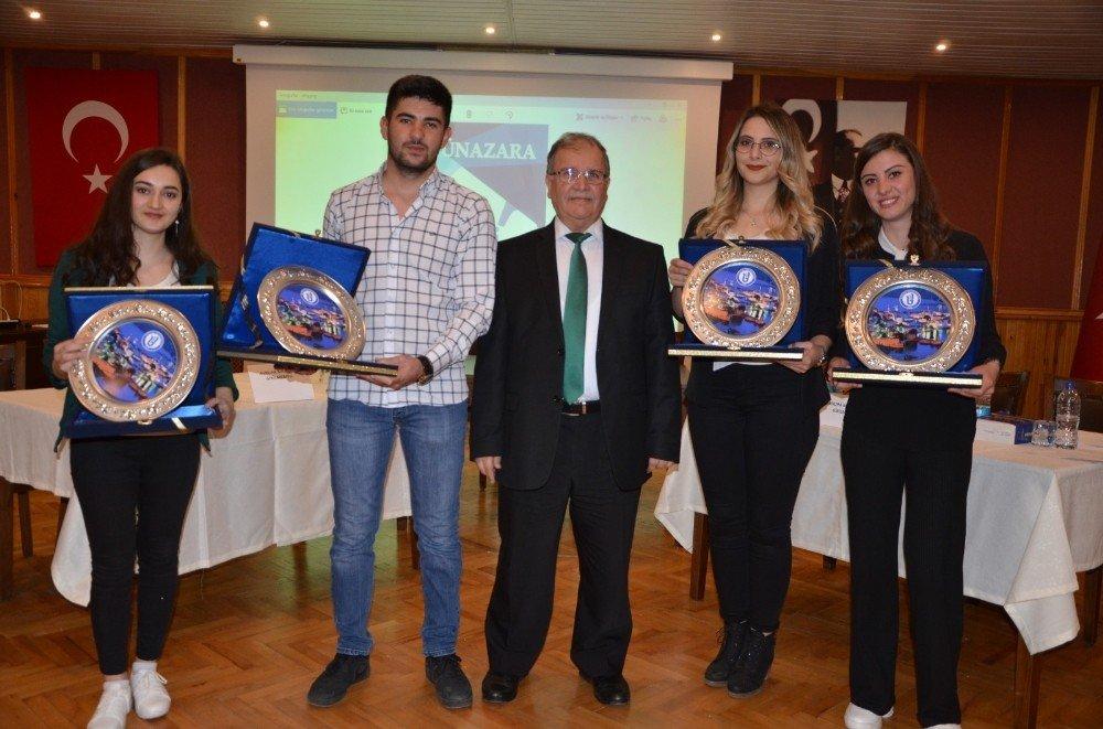 Öğrenciler Arasında Münazara Yarışması Yapıldı