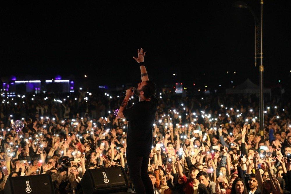 Türk Rock Grubu Pera Öğrencileri Coşturdu