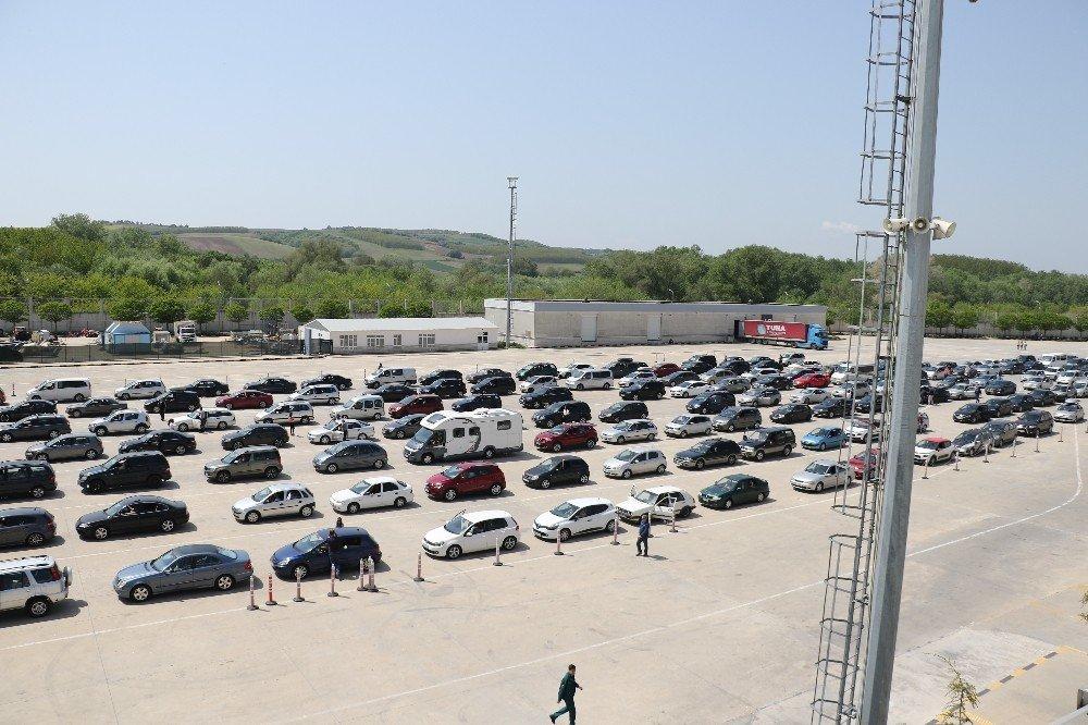 Bulgarlar Kapıkule'ye Akın Etti
