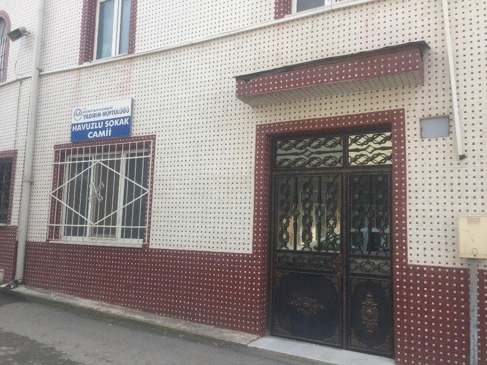 Şafak Vakti Camiden Sadaka Kutusunu Çalan Hırsızlar Yakalandı