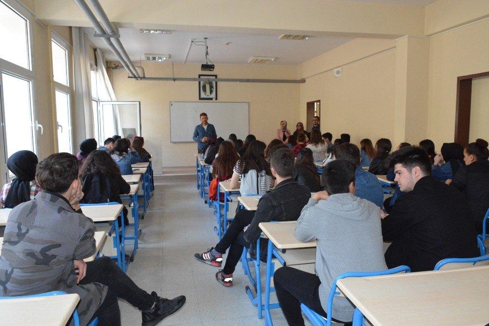 Liseli Öğrenciler Düzce Üniversitesi'ni Gezdi