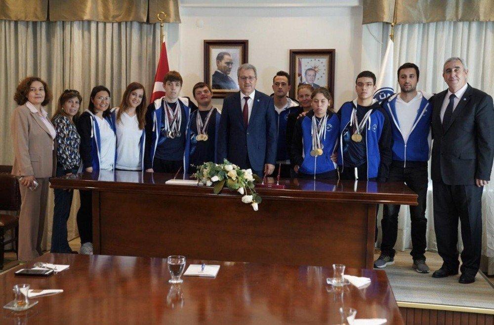 Madalya Avcısı Özel Sporculardan Rektör Budak'a Ziyaret
