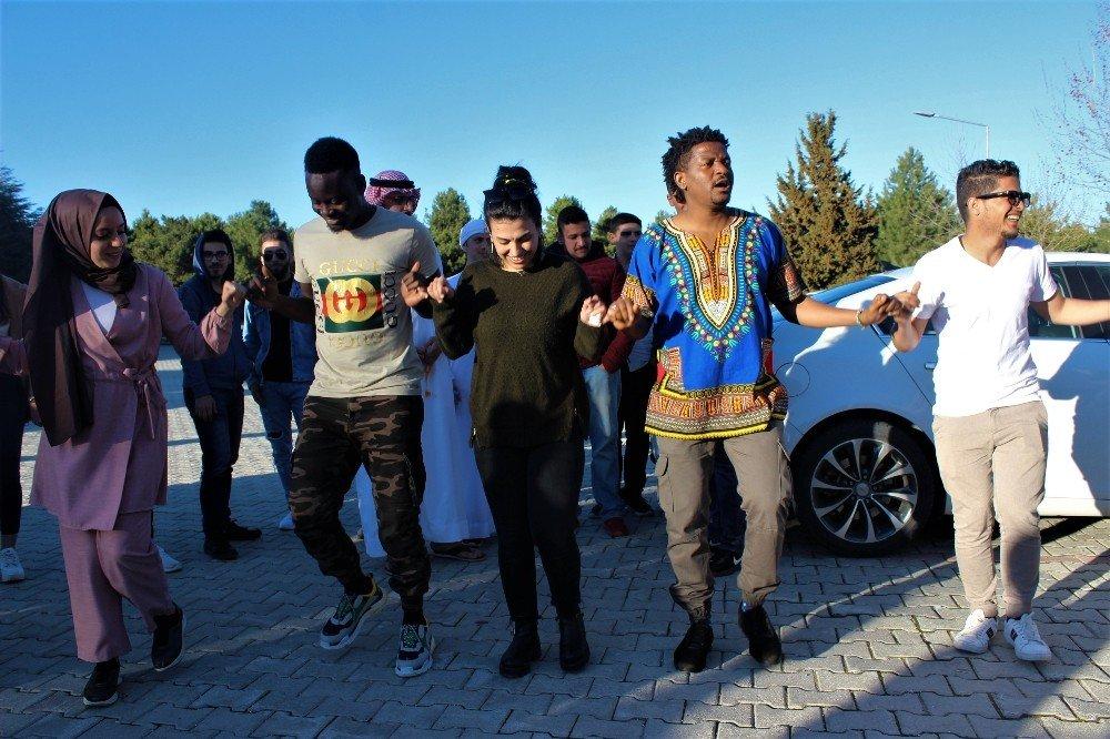 Elazığ'da Yabancı Uyruklu Öğrenciler Kültürlerini Tanıttı
