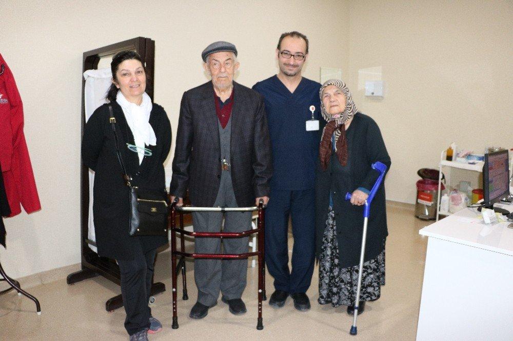 95 Yaşında Kalça Protezi Oldu, Hastaneden Yürüyerek Çıktı