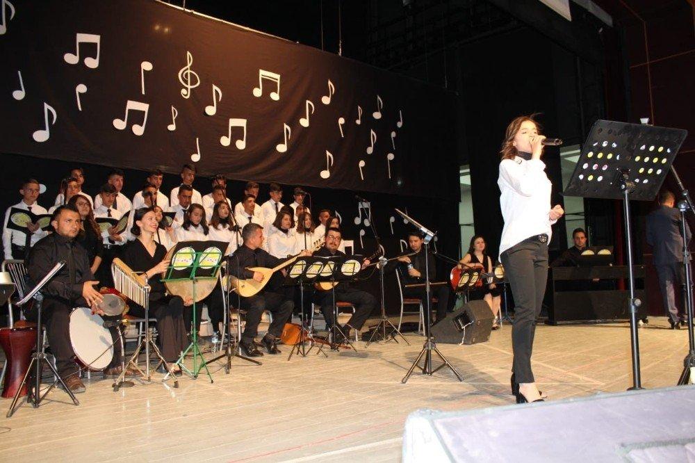 Hakkari Güzel Sanatlar Lisesinde Yılsonu Konseri