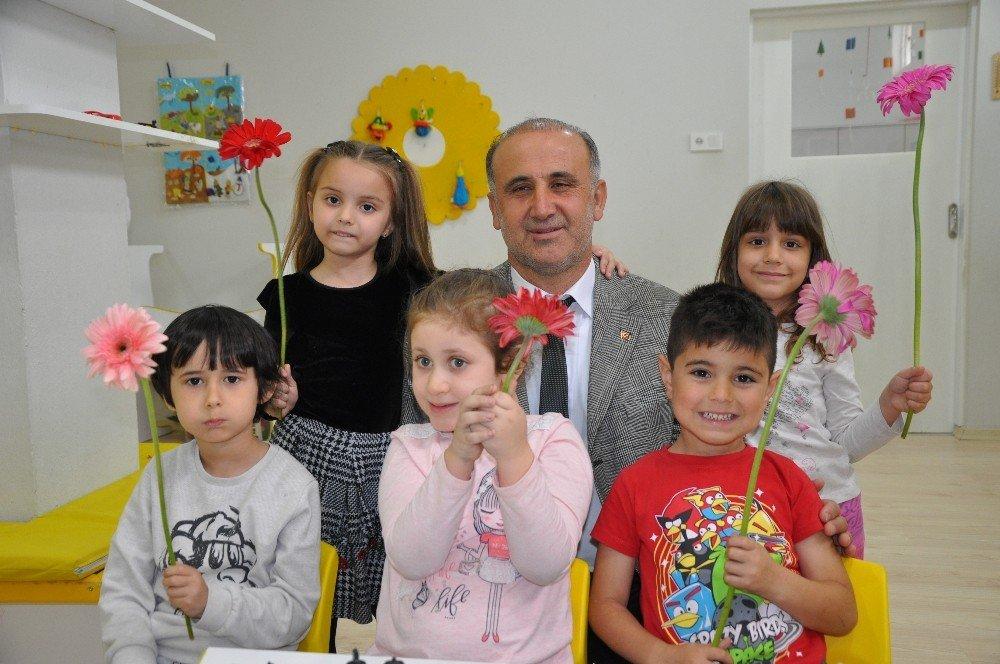 Başkan Baya İstismarı Çocuklara Çiçek Vererek Kınadı