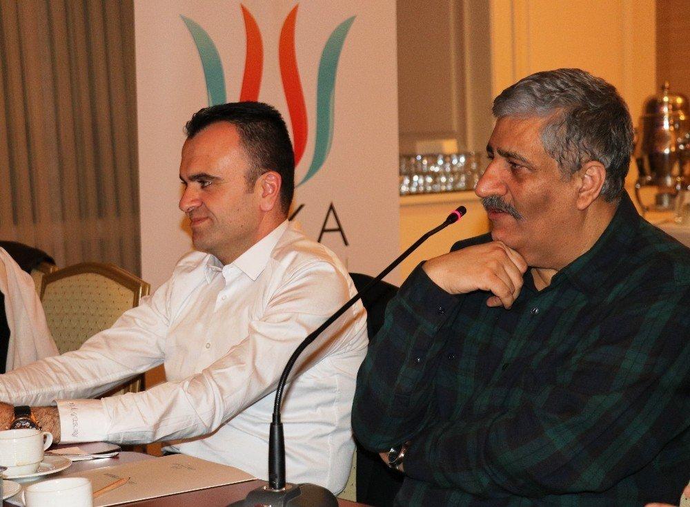 İranlı Yönetmen Abbas Rafei Vanlı Sinemaseverlerle Bir Araya Geldi