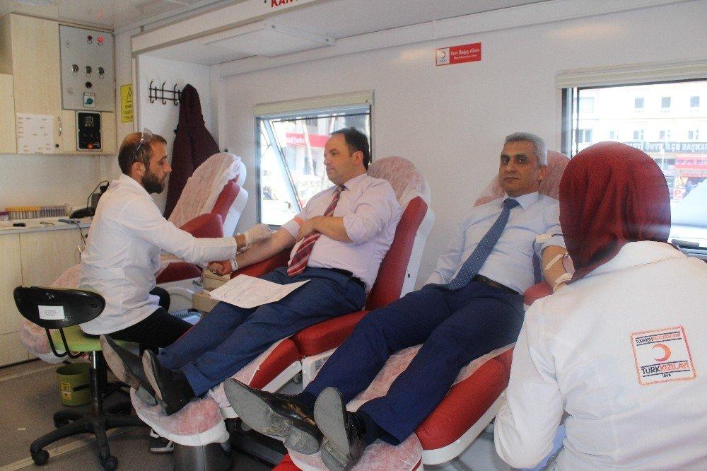 Öğrencilerden Kan Ve Kök Hücre Bağışına Destek
