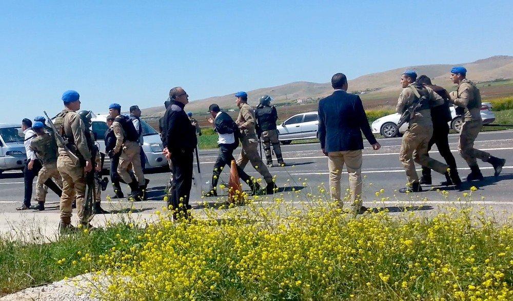 Şanlıurfa'da Petrol İstasyonuna Haciz: 10 Gözaltı