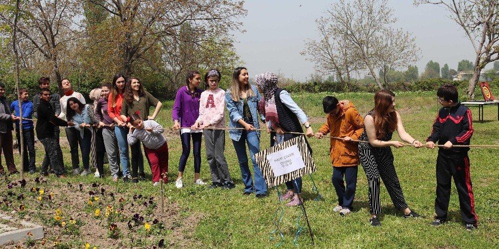 Üniversiteli Gençler Özel Öğrencileri Doyasıya Eğlendirdi