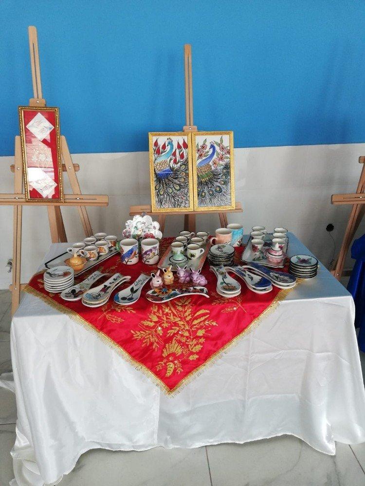 Usta Eller Köyde Çini Sergisi Açtı
