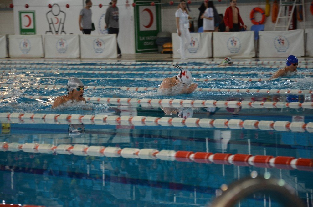Analig Yüzme Yarı Final Müsabakaları Başladı