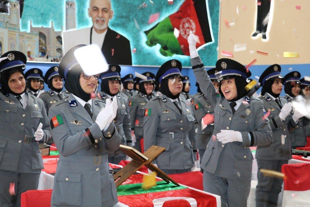 Afgan Kadın Polis Adayları Zorlu Eğitimin Ardından Mezun Oldu