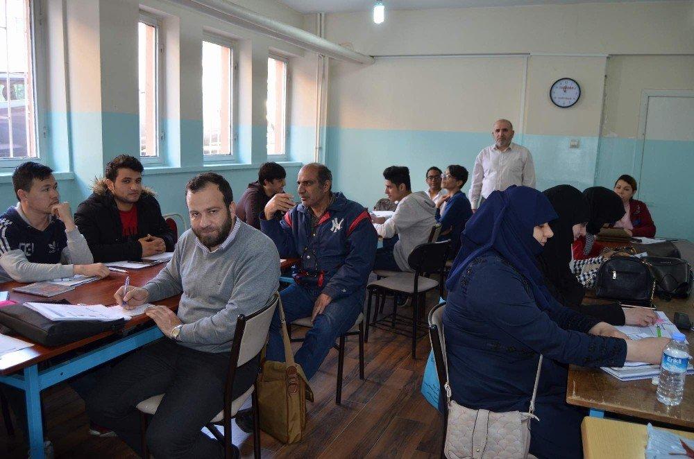 Dünyanın Bir Ucundan Gelerek Trabzon'da Türkçe Öğreniyorlar