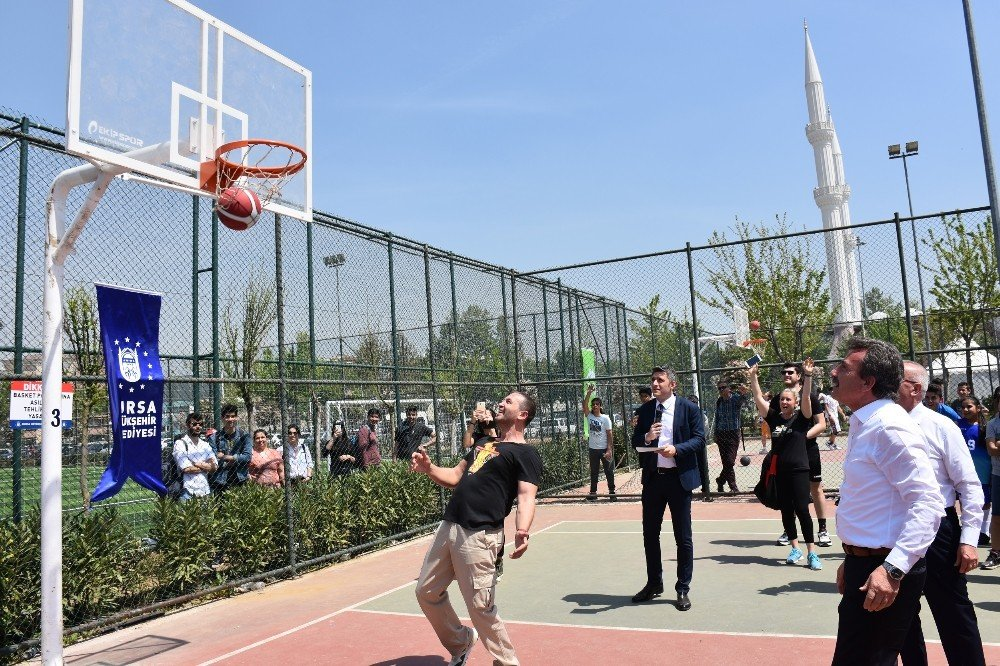 Bursa'da Sokak Basketbolu Turnuvası Coşkusu