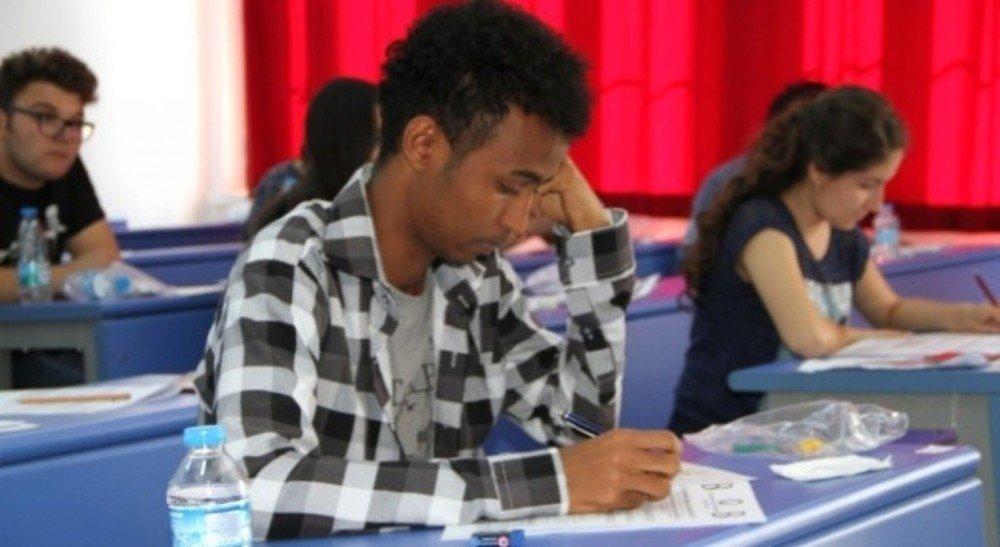 Dpü'de Yabancı Uyruklu Öğrenci Sınavı