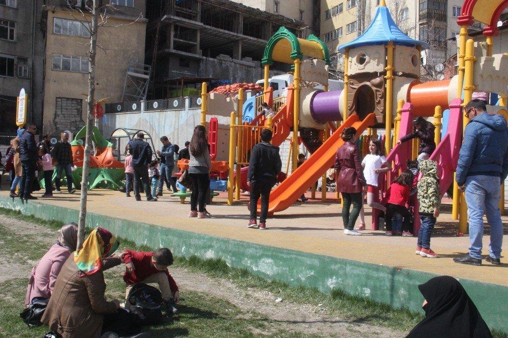Vatandaşlar Piknik Yerine Parkları Tercih Etti