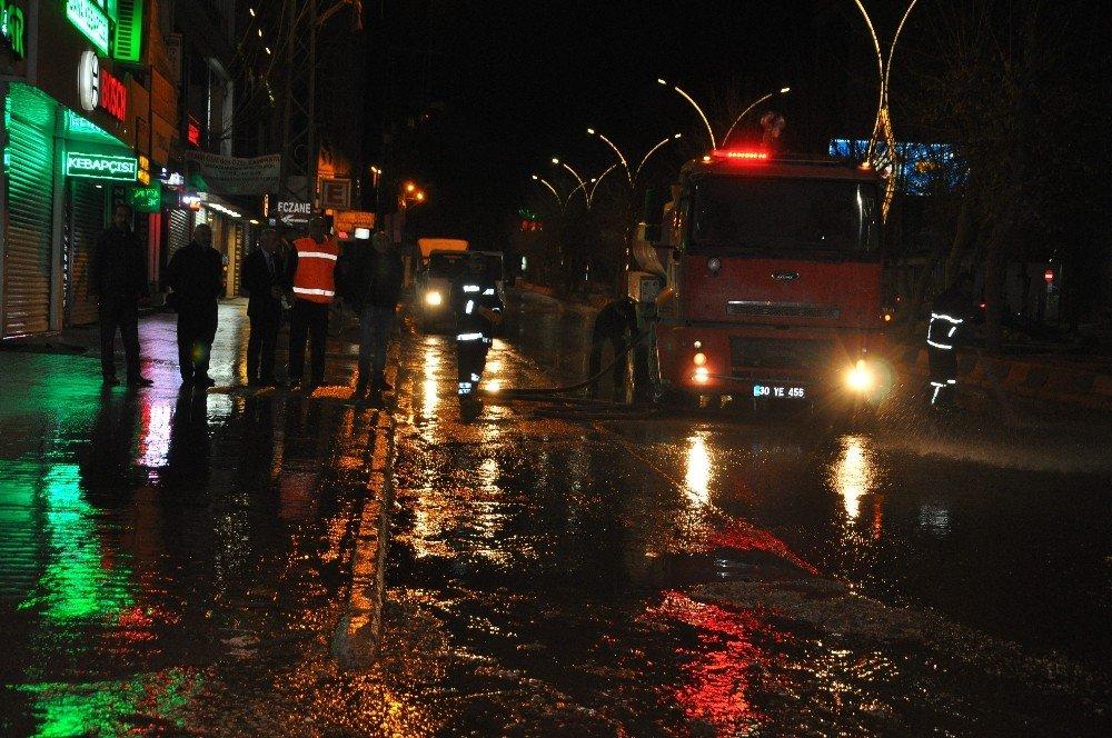 Yüksekova Belediyesinden Gece Mesaisi