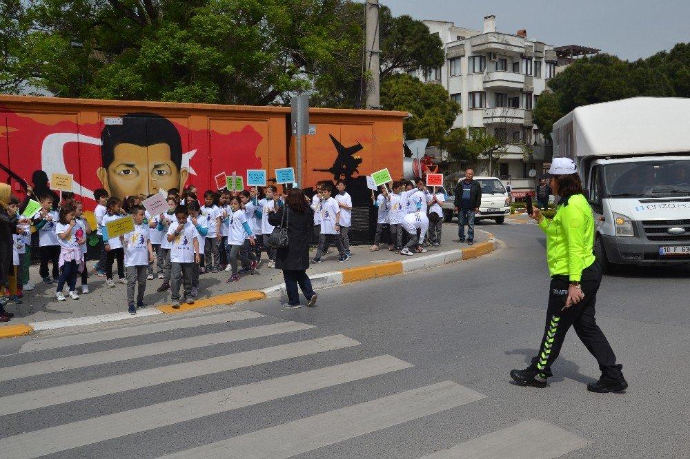 Öğrencilerden Trafik Kurallarına Uyma Çağrısı