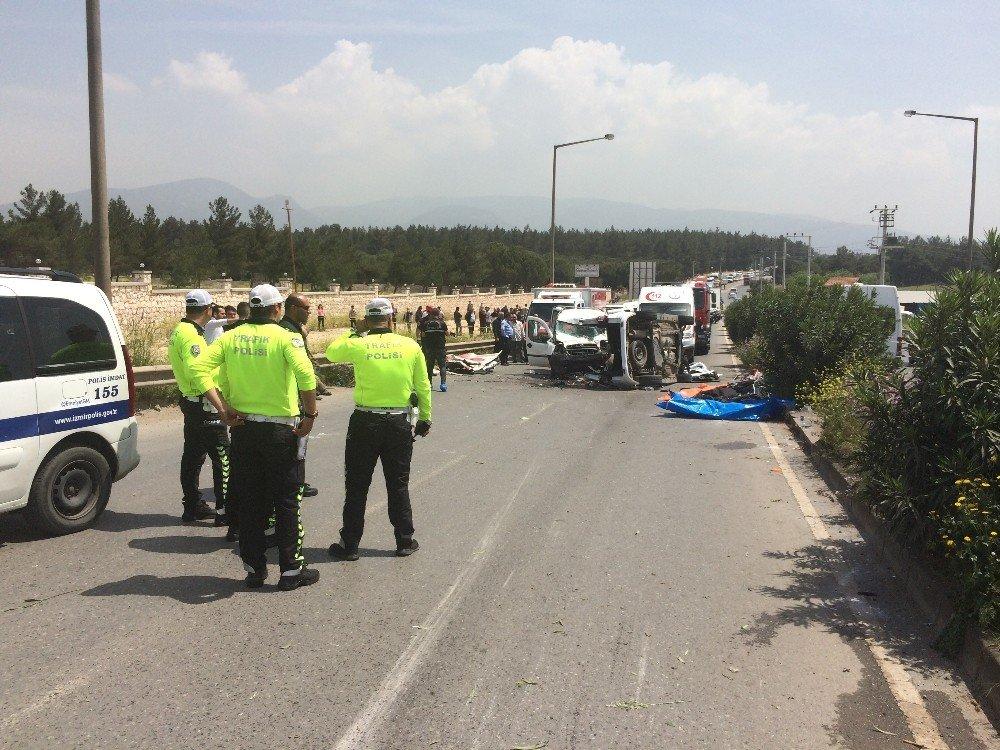 İzmir'in Buca İlçesi Kaynaklar Bölgesinde 2 Aracın Çarpışması Sonucu Meydana Gelen Kazada 7 Kişinin Öldüğü, 1 Kişinin Yaralandığı Öğrenildi. Çok Sayıda Ambulans, Polis Ve İtfaiye Ekibi Bölgeye Sevk Edildi.