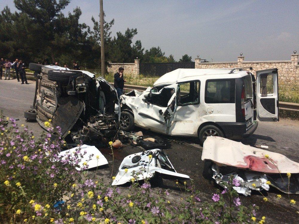 İzmir'de Feci Kaza: 7 Ölü, 1 Yaralı