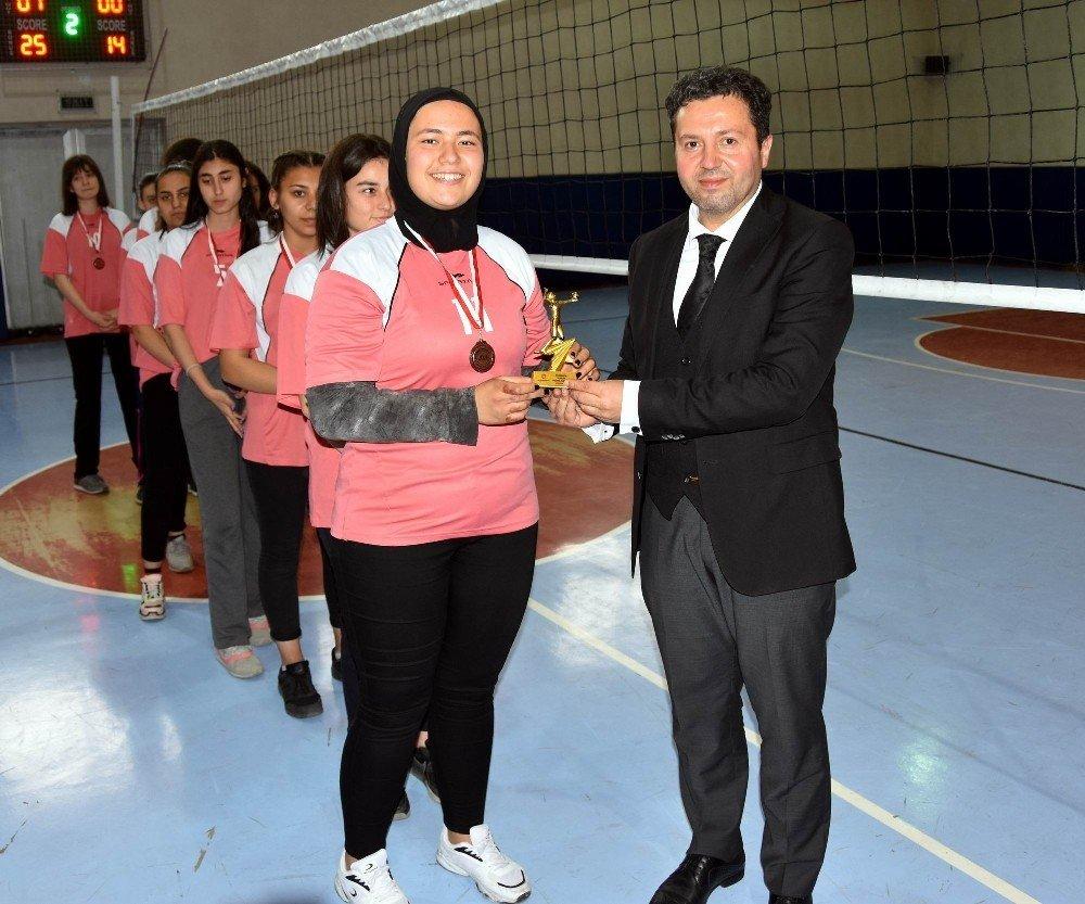 Kocasinan'ın Liseler Arası Voleybol Turnuvasında Final Heyecanı Yaşandı