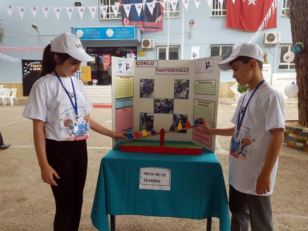 Köy Okulunda Açılan İlk Bilim Fuarı Beğeni Topladı