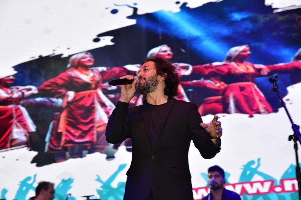 Fettah Can Şarkılarıyla Manisalıları Mest Etti