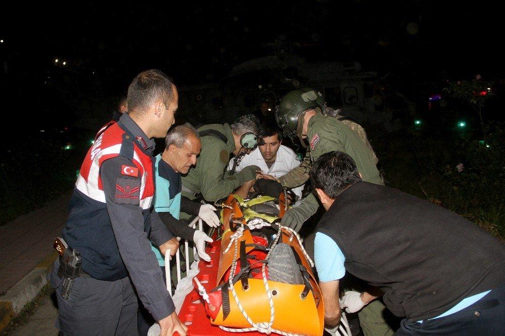 Paraşütle Kayalıklara Düşen Genci Askeri Helikopter Kurtardı