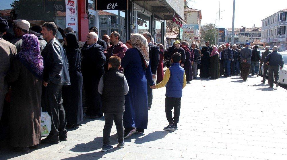 Erzincan'da Ucuz Et Kuyruğu