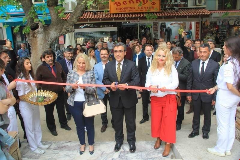 Kuşadası'nda 'Atma Dönüştür' Sergisi Açıldı