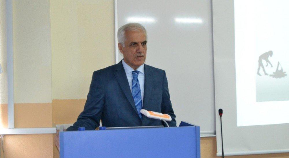 """Simav Teknoloji Fakültesi'nde """"Torna İle Şekillenen Hayatlar"""" Konulu Konferans"""
