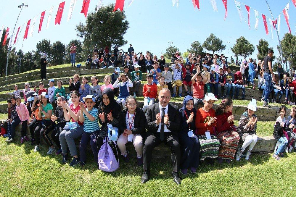 Yetim Öğrenciler Sultangazi'deki Uçurtma Şenliği'nde Buluştu