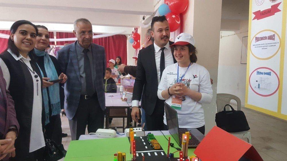 Uzunlu Cumhuriyet Ortaokulunda 4006 Bilim Fuarı