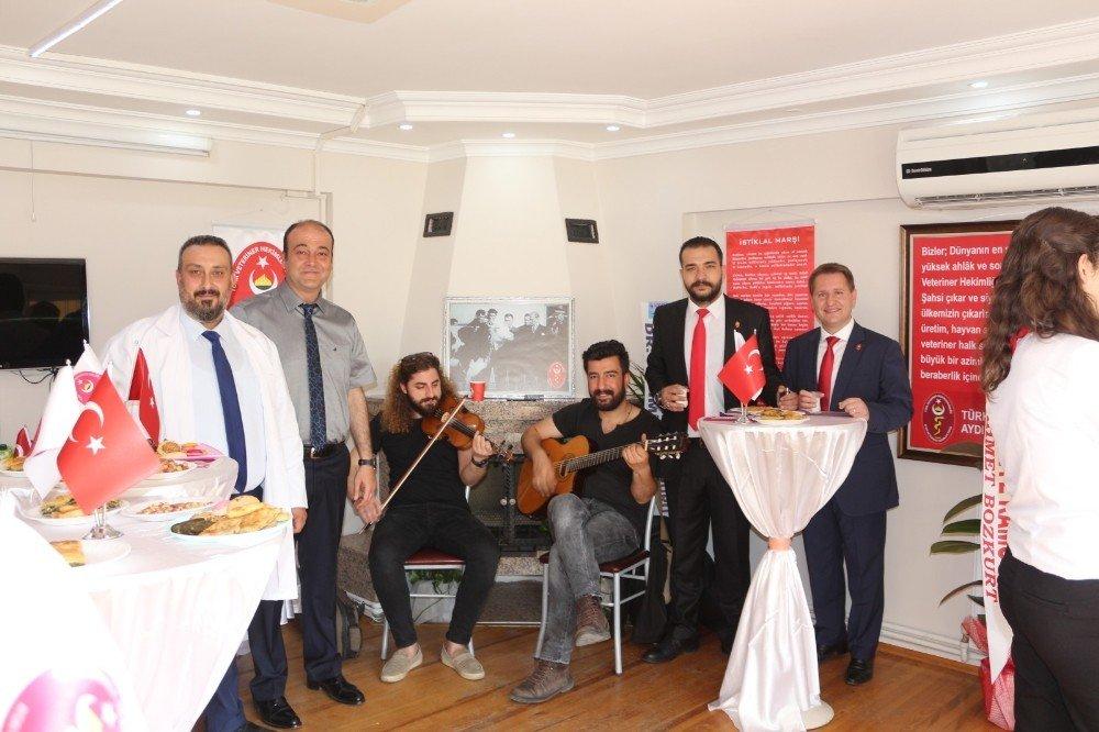 Aydın'da Veteriner Hekimler Günlerini Süt İçerek Kutladı