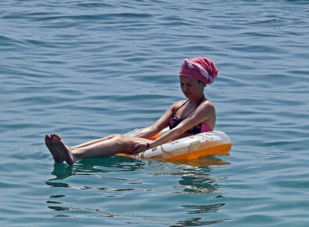 Antalya Sahillerinde Hafta Sonu Yoğunluğu