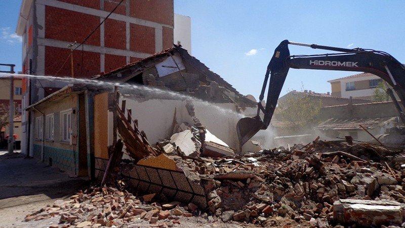 Can Ve Mal Güvenliği İçin Metruk Binalar Yıkılıyor