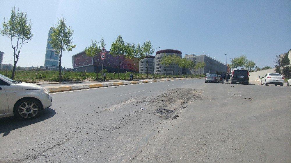 Esenyurt'ta Dün Akşam Göçük Meydana Gelen Yol Onarıldı