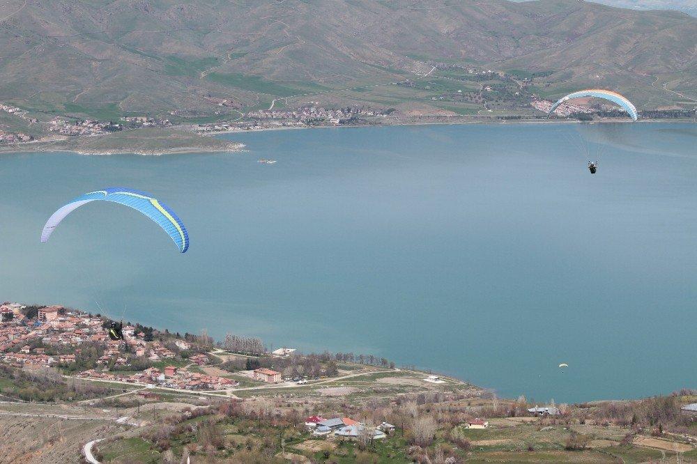 Kayak Bitti, Göl Manzaralı