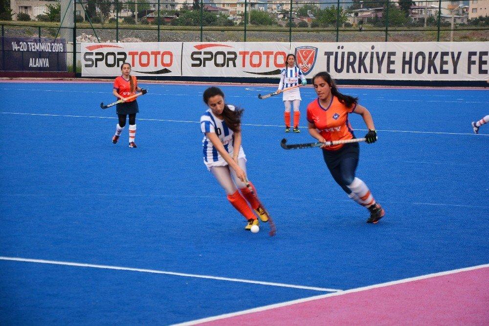 Hokeyin Sultanları Süper Lige Hızlı Başladı
